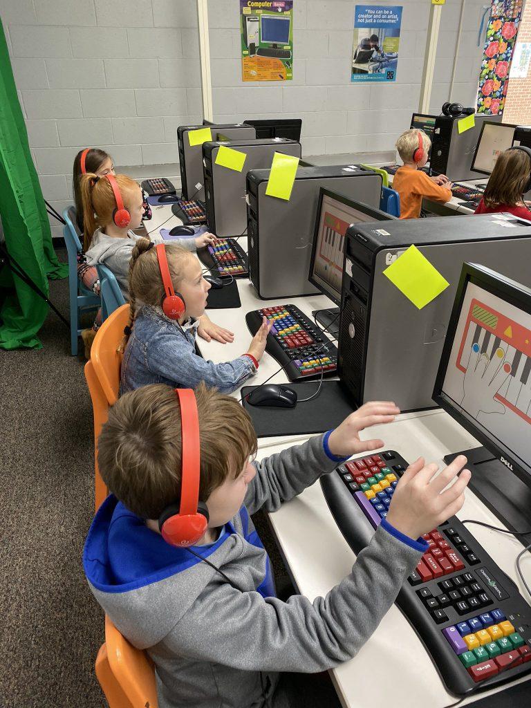 آموزش تایپ به دانش آموزان